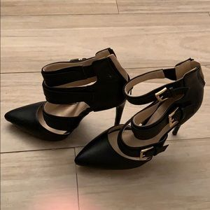Shoes - Black thick strapped heels